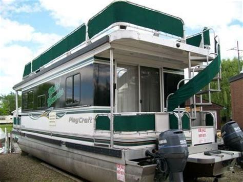 pontoon boat house best 25 pontoon houseboat ideas on pinterest houseboats floating homes and