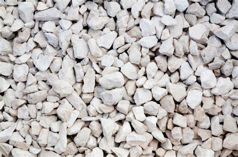 le type de pierre utilisee sera du calcaire tendre le travail se concasse calcaire clair min 233 ral fournisseur de pierres