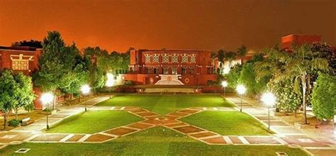 Iiml Noida Executive Mba Placement by The Iim Lucknow Cus Provides A Great Backdrop For Its