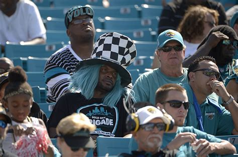 Jacksonville Jaguars Fan Jaguars Offer Two Free Beers To Anyone Who Buys Tickets To