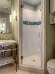 Shower Stall Ideas For A Small Bathroom by 25 Best Ideas About Small Shower Stalls On Pinterest