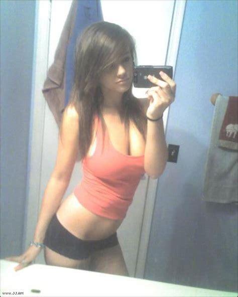 chica emo desnuda chica emo desnuda frente al espejo