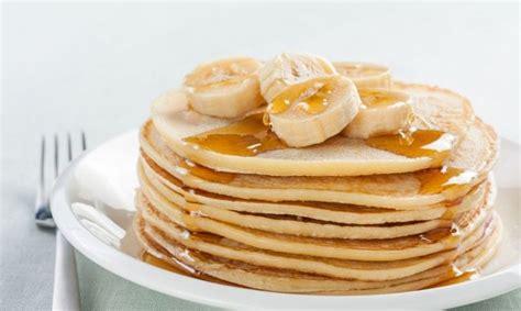 cara membuat pancake pisang cara mudah membuat pancake pisang untuk cemilan anak