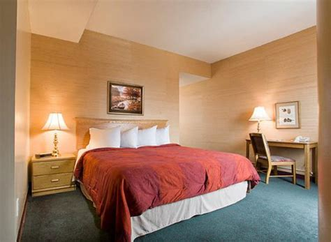 hotels with separate bedrooms separate bedroom in the one bedroom suite picture of