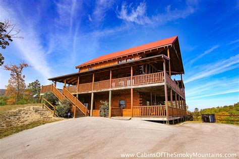 4 bedroom cabins in pigeon forge pigeon forge cabin heavenly vista at crown point 4