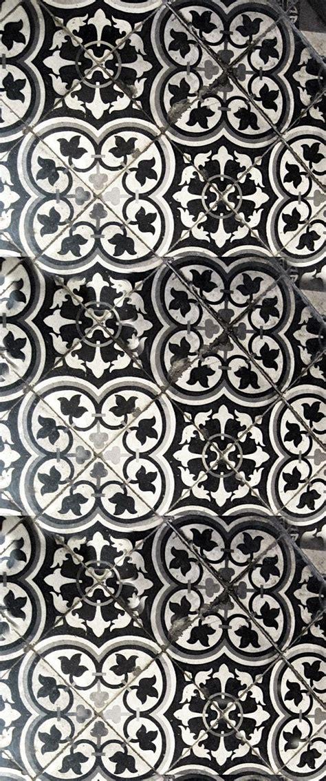Patterned Floor Tile by Les Carreaux De Ciment D 233 Corent Les Int 233 Rieurs