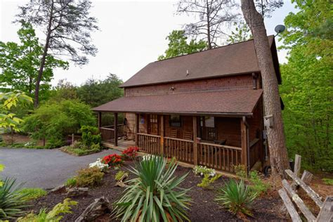 3 bedroom cabins in pigeon forge pigeon forge three bedroom cabin rental convenient to