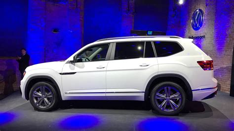 atlas volkswagen r line vw atlas r line shows its sporty in detroit