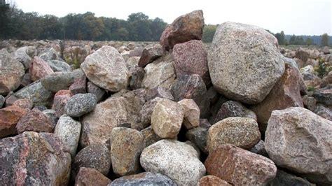 steine findlinge wo kann ich findlinge g 252 nstig kaufen wer bietet erratiker