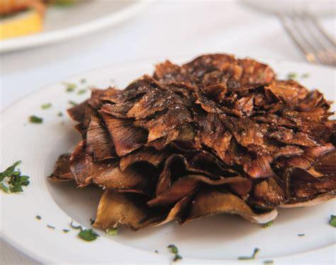 cucinare i carciofi romaneschi carciofi alla romana alla giudia la cucina italiana