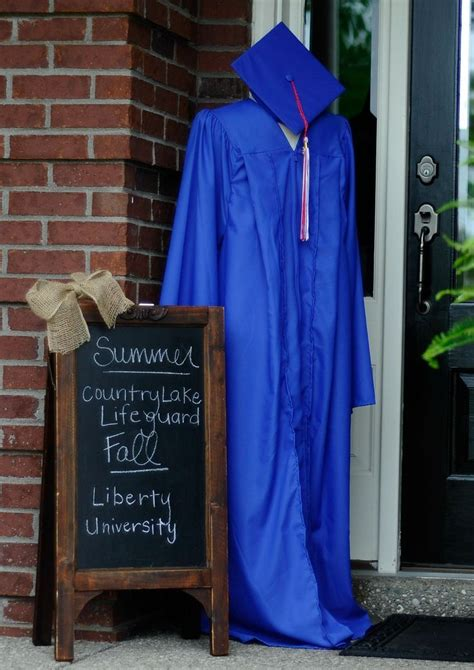 How To Decorate Cap And Gown by 25 Best Ideas About Graduation Decorations On