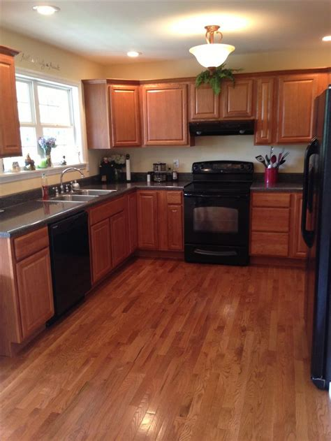 kitchen cabinets with black appliances kitchen w black appliances kitchen ideas pinterest