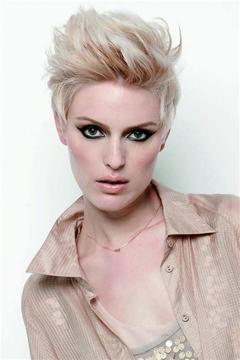 a short blonde hairstyle from the regis collection no 22111 a short blonde hairstyle from the keune collection no 14203