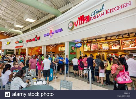 Orlando Fl Court Search Orlando Florida Premium Outlets Shopping Food Court Entrance Families Stock Photo