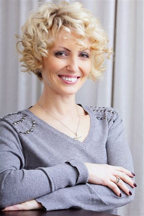 curly hairstyles for middle aged women 9 best short haircuts for women over 40 interesting