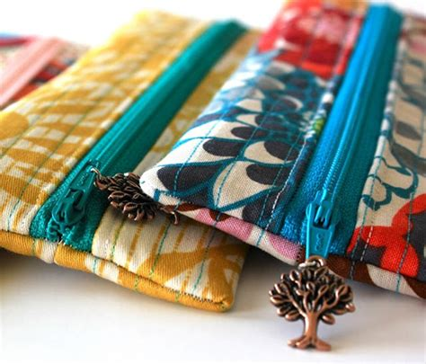 Handmade Pouch Tutorial - 14 easy back to school sewing tutorials