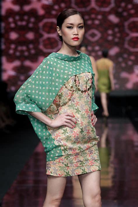 Fashion Batik Danar Hadi jfw 2012 day 2 wearable batik by 3 designers for danar hadi daily