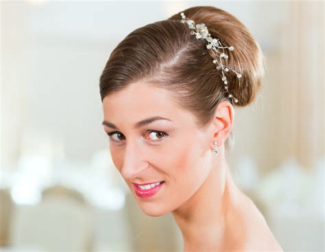 Indian Wedding Hairstyles With Veil by Bridal Hairstyles Side Bun With Veil Www Imgkid