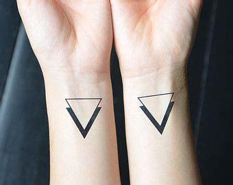 tattoo placement for couples m 225 s de 25 ideas fant 225 sticas sobre tatuajes del tri 225 ngulo