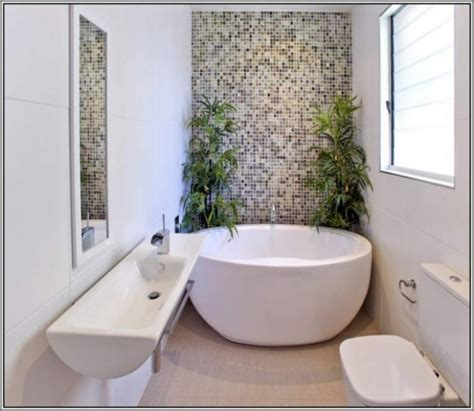 big bathtubs for small spaces freestanding bathtubs small spaces ideas bathroom decorations small room decorating