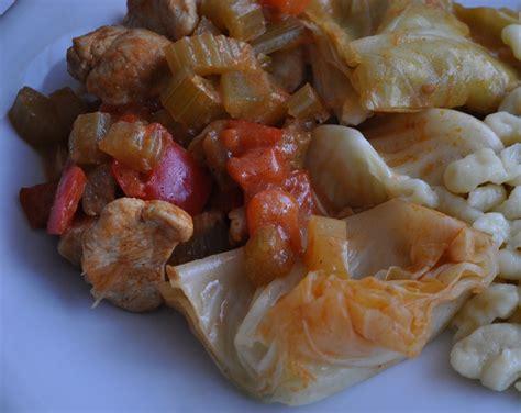 ricette di cucina light gulasch di pollo con cavolo cappuccio ricetta light
