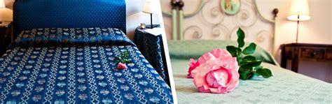 Aufkleber Für Gästebuch Hochzeit by Zimmer Locanda Pantanello