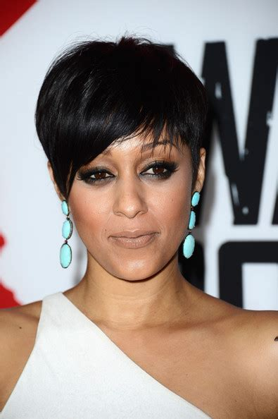 hair cuts of tia tequila tia mowry attended the premiere of warm bodies in