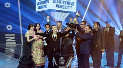 film box office 2017 terbaik raih box office terbaik iboma 2017 ernest prakasa
