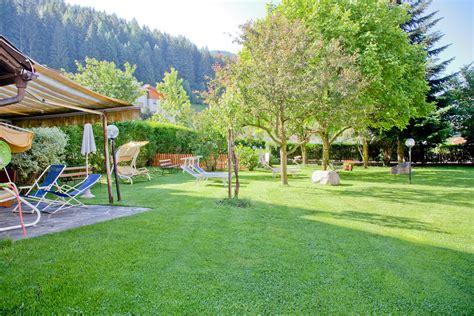 giardino it il giardino e prato prendisole albergo hotel al