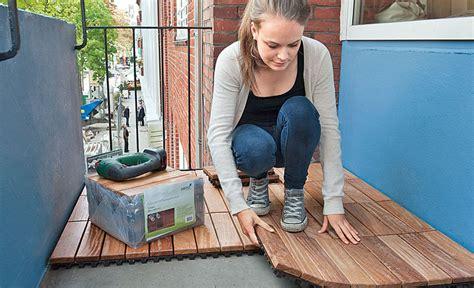 klick holzfliesen verlegen holzfliesen balkon holzterrasse selbst de