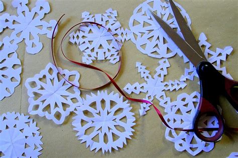 diy decorations snow papercraft 4 diy snowflake garland rosemary s