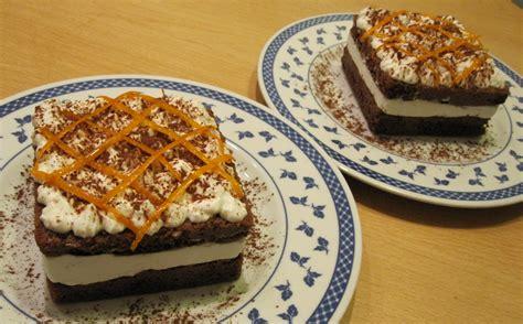 come bagnare il pan di spagna al cioccolato torta a doppio strato con pan di spagna al cacao bagna