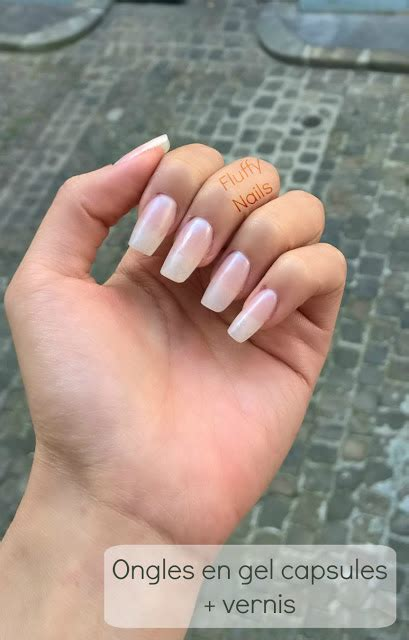 ongle en gel court fluffy nails ongles en gel courts look naturel base