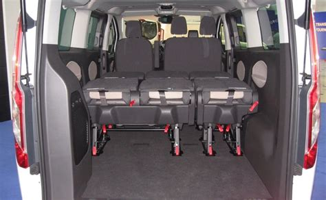automatic ford tourneo custom 9 seat taxi