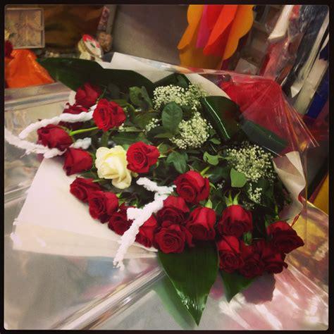 sognare un mazzo di fiori significato rosse e una tavolo consolle
