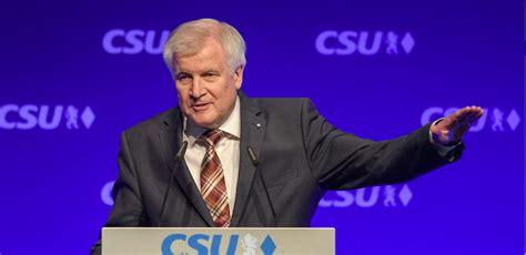 il ministro degli interni tedesco quot migranti un problema