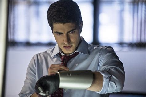 arrow brandon routh suicide squad returns to arrow plus another flash