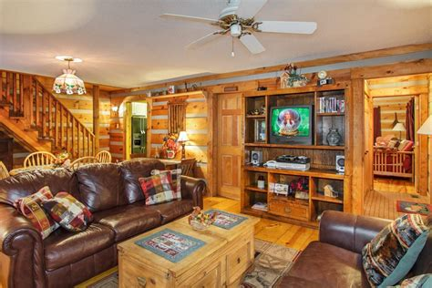vrbo gatlinburg 5 bedroom 5 bedroom luxury gatlinburg cabin with home vrbo autos post