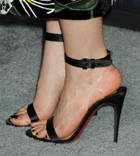 celebrity feet heels emilia clarke s feet