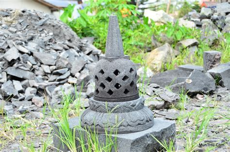 Miniatur Stupa Candi Borobudur Ukuran Mini Batu Candi Hitam Asli Jogja miniatur stupa candi borobudur batu alam merapi ukuran t40cm d25cm munthu