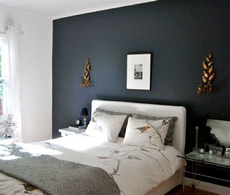 dark walls bedroom hauge blue som fondvegg p 229 soverom soverom pinterest