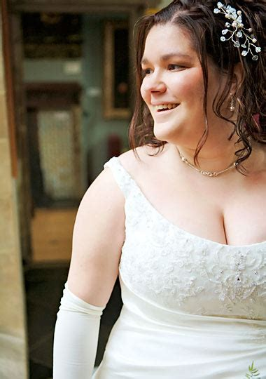 wedding hair for plus size brides plus size bride pictures howstuffworks