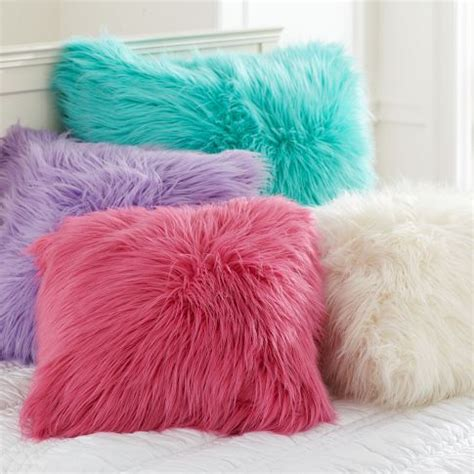 Fuzzy Throw Pillows 25 Best Ideas About Fluffy Pillows On Fur