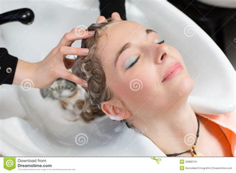 washing hair in washing hair in salon www imgkid com the image kid has it