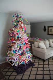 show me decorating fun and funky christmas tree theme
