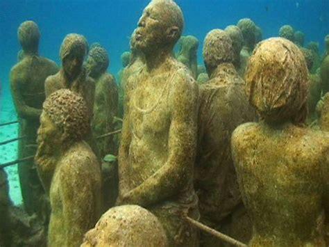 """""""bodies"""" make up fake coral reef"""