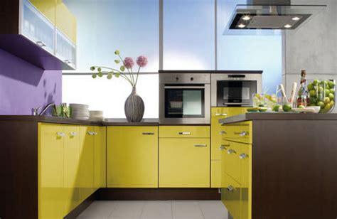 colorful yellow kitchen color inspiration kiwistudio amenajarea bucatariei in culorile curcubeului
