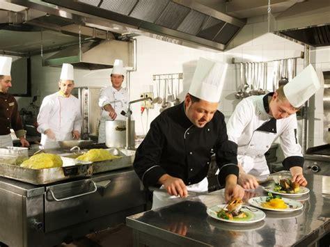 cameriere di sala vitto e alloggio lavoro per camerieri pizzaioli e cuochi in germania