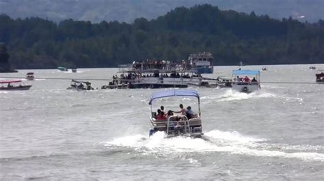 colombian boat sank colombia boat sinking nine dead and dozens missing after