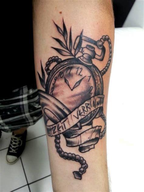 tattoo arm zum anziehen tattoos zum stichwort taschenuhr tattoo bewertung de